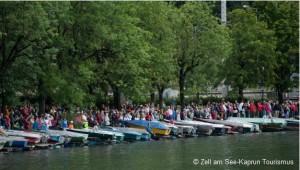 Zuschauer am Seeufer