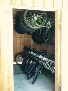 viele verschiedene Mountainbikes & E-Bikes stehen zur Auswahl