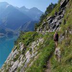 Schöner Wanderung neben dem Stausee entlang, Foto: Sabine Hechenberger