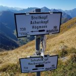 Wanderschilder am Grat, Foto: Sabine Hechenberger