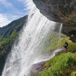 Direkt unter dem Wasserfall,  Foto: Sabine Hechenberger