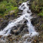 Wasserfall neben dem Wanderweg, Foto: Sabine Hechenberger