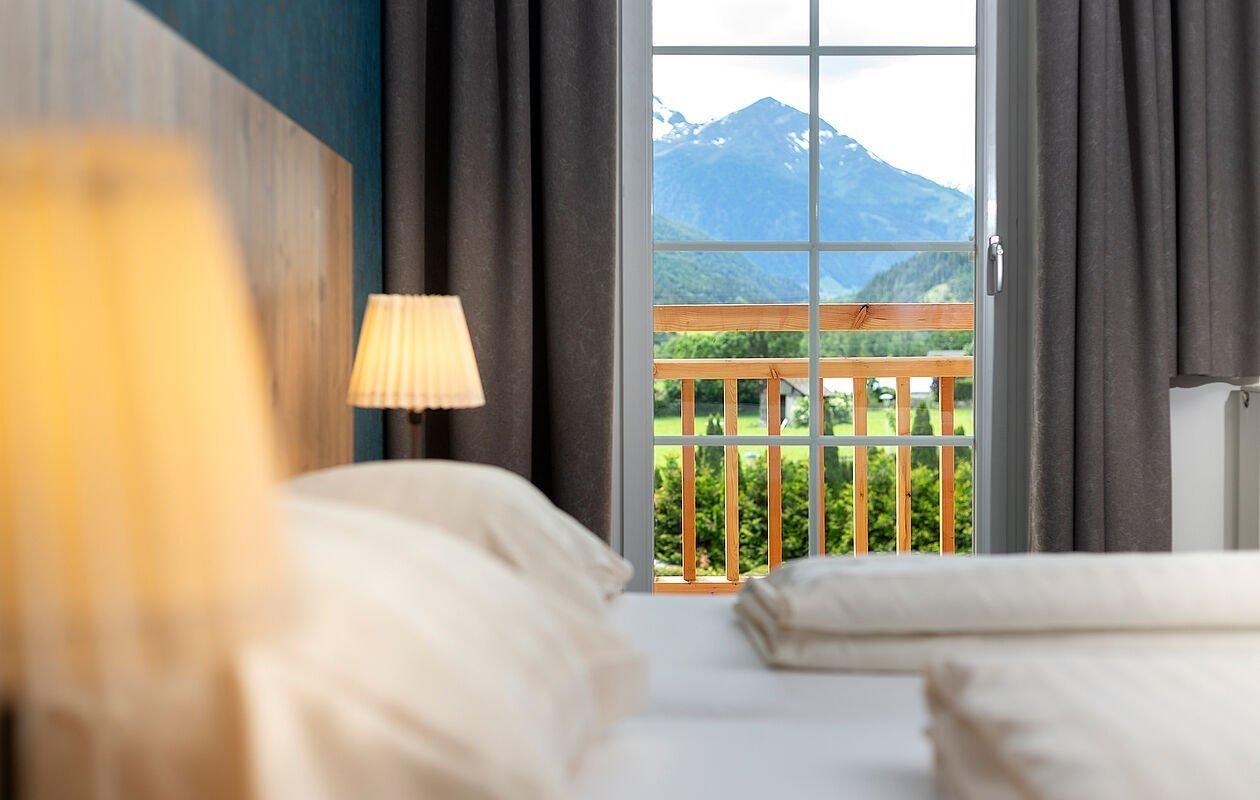 Vom Doppelbett aus den Bergblick genießen