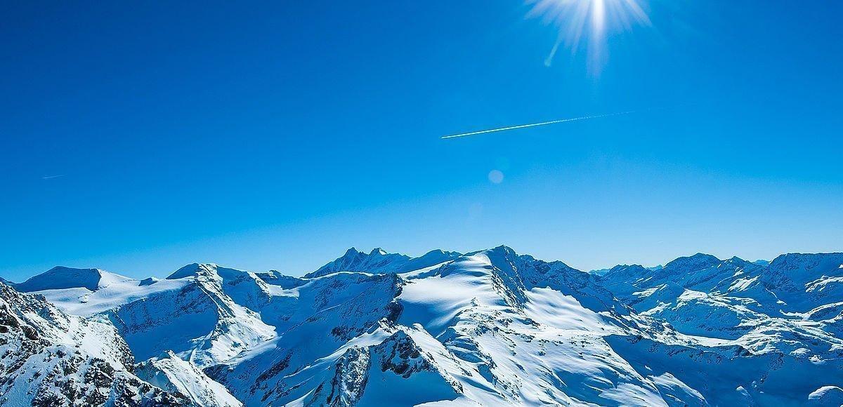 Rundblick mit tiefverschneiten Bergen rund um das Kitzsteinhorn
