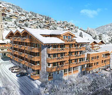 Hotelgebäude mit Schneedecke in Mühlbach am Hochkönig