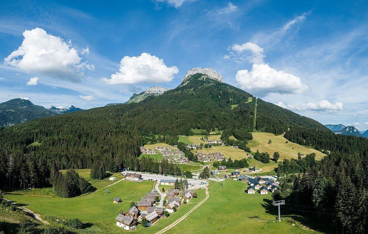 Das Hüttendorf mit 62 Ferienhäusern von oben