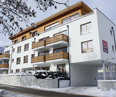 Verschneite Außenansicht der Residence
