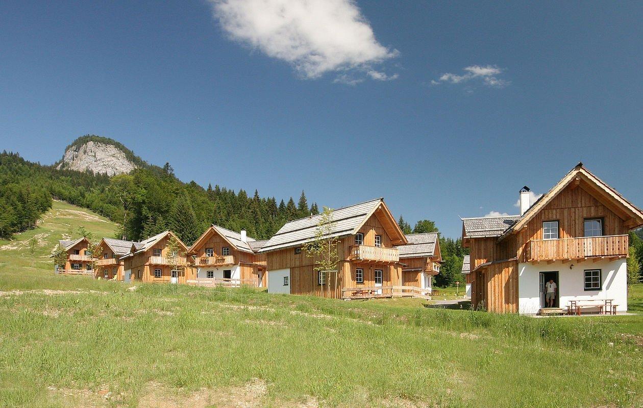 Hölzerne Ferienhäuser in ruhiger Lage im Naturresort Loser