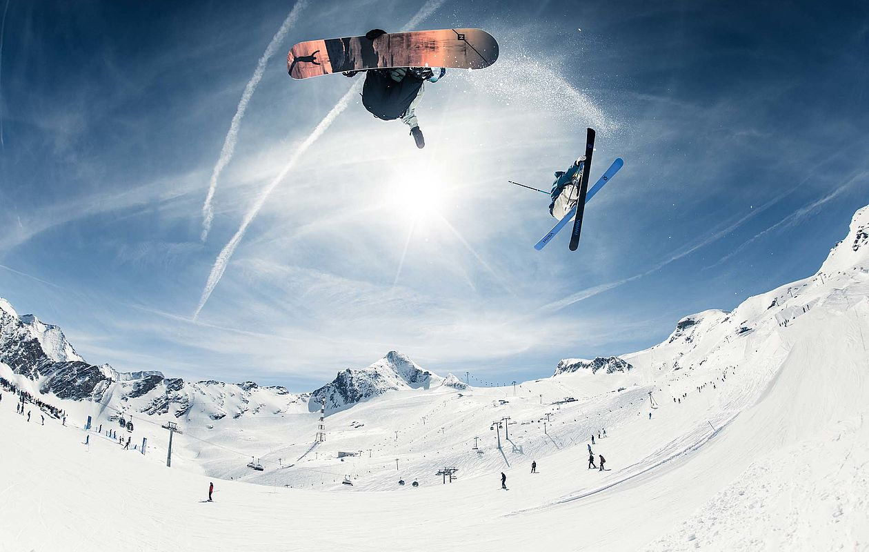 Freeskier im Snowpark am Kitzsteinhorn
