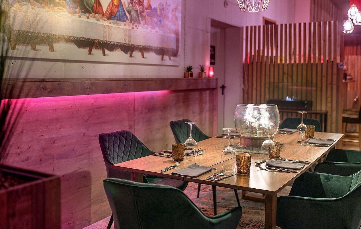 Moderner Restaurantbereich im Hotel Montana Matrei