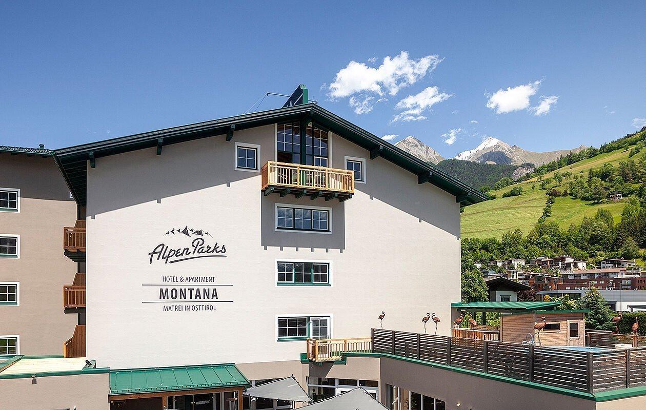 Sommerliche Außenansicht vom AlpenParks Montana Matrei