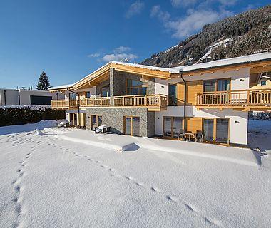 Winterliche Außenaufnahme von der Residence Areitbahn Zell am See