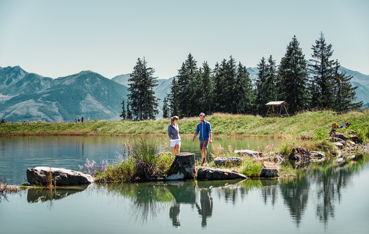 Glasklarer Bergsee auf der Schmitten in Zell am See