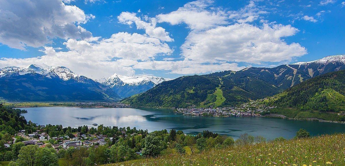 Ausblick auf den Zeller See und das Kitzsteinhorn im SalzburgerLand