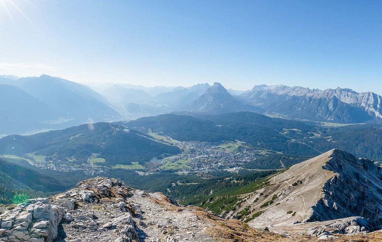 Imposantes Panorama im Sommerurlaub in den Tiroler Bergen - AlpenParks Alpina Seefeld