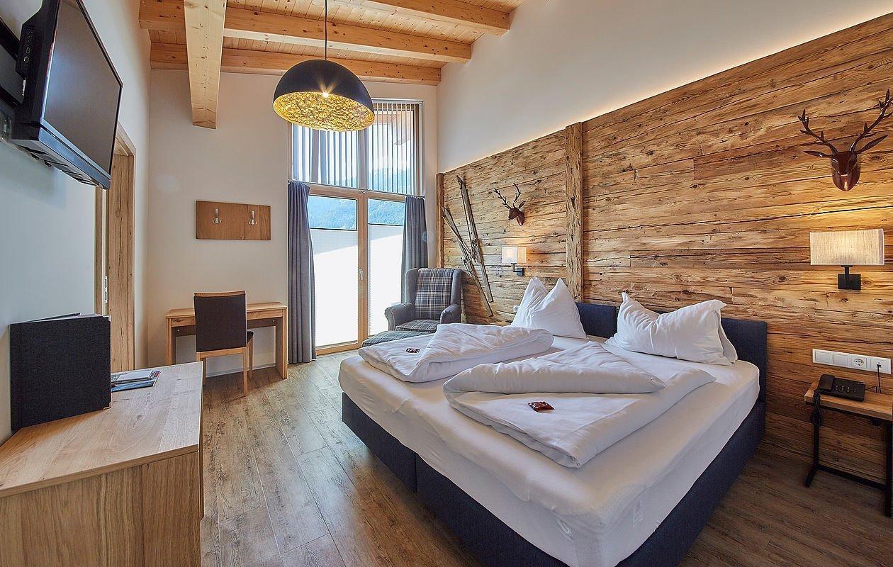 Wunderschöne Doppelzimmer mit Holzwand