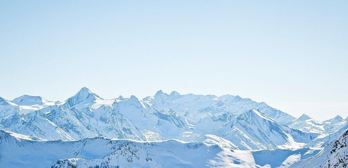 Verschneite Berge in Saalbach-Hinterglemm