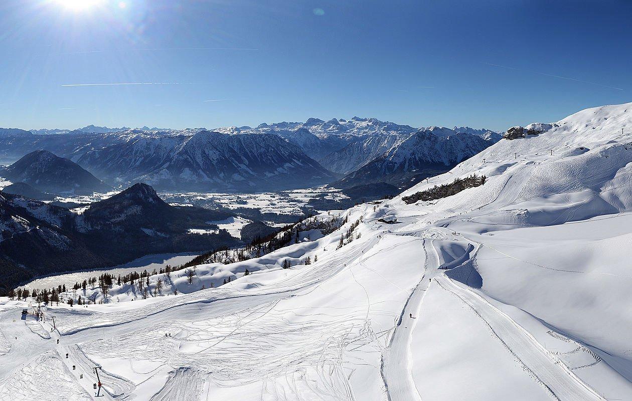 Ausblick vom Loser oben auf die umliegende Landschaft