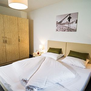 [Translate to English:] Schlafzimmer in der AlpenParks Residence Areitbahn Zell am See