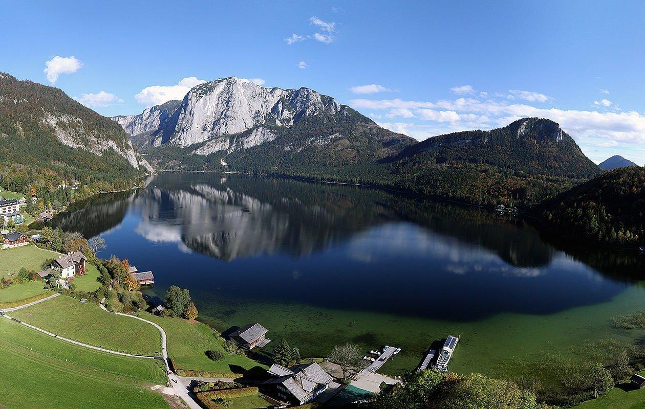 Wunderschöne Aussicht auf den Altausseer See im Salzkammergut