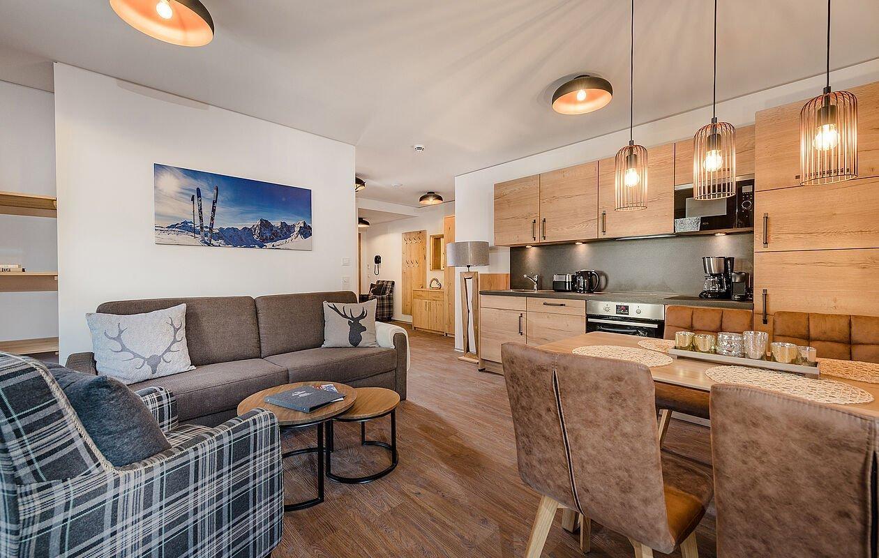 Hochmoderner Küchenbereich im Apartment