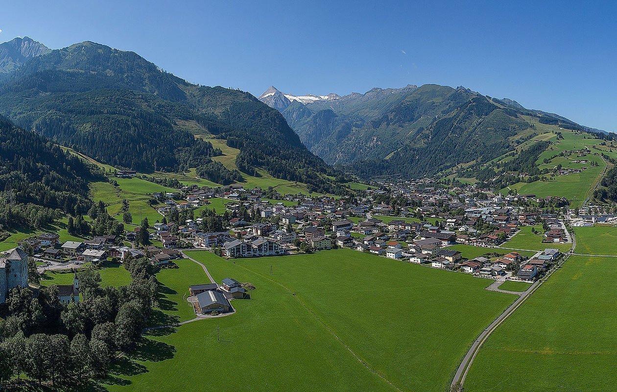 Die Burg, Tauern Spa und das Kitzsteinhorn im Sommer