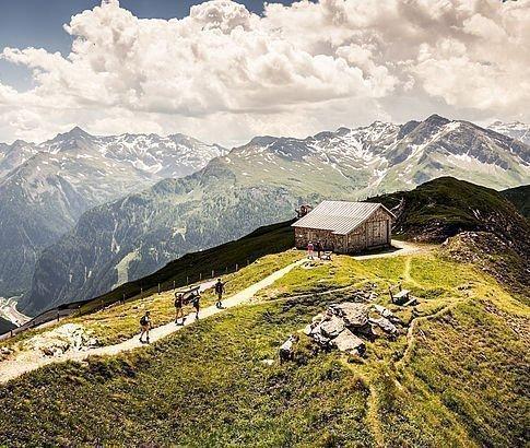 Almhütte am Stubnerkogel mit Rundumblick auf die Berge