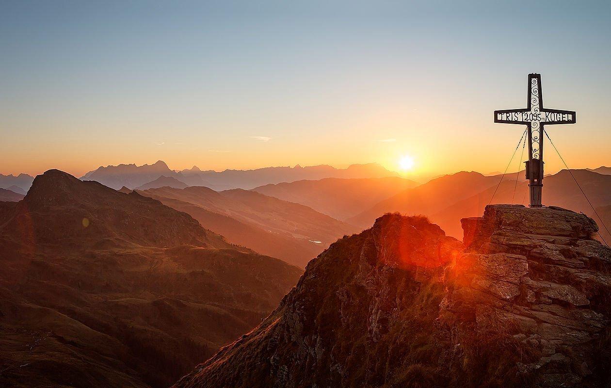 Sonnenaufgang im Sommerurlaub im Salzburger Land - AlpenParks Hotel & Apartment Sonnleiten