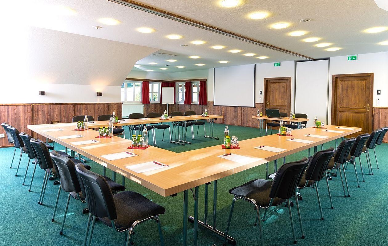 Großzügiger Seminarraum mit moderner Ausstattung und abtrennbaren Räumen in Altaussee