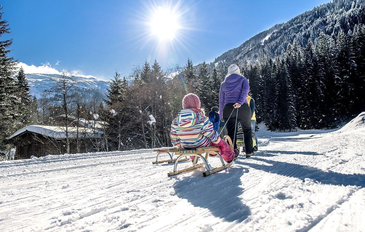 Schlittenfahren im Winterurlaub im Salzburger Land - AlpenParks Residence Bad Hofgastein