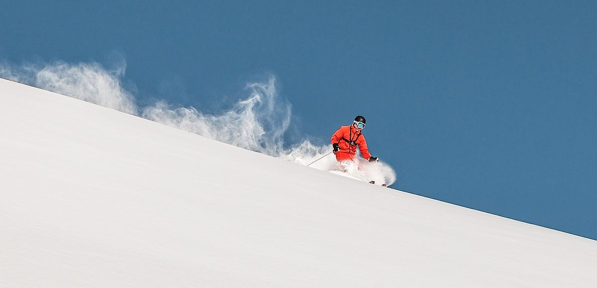 Tiefverschneite Berge im Glemmtal im SalzburgerLand