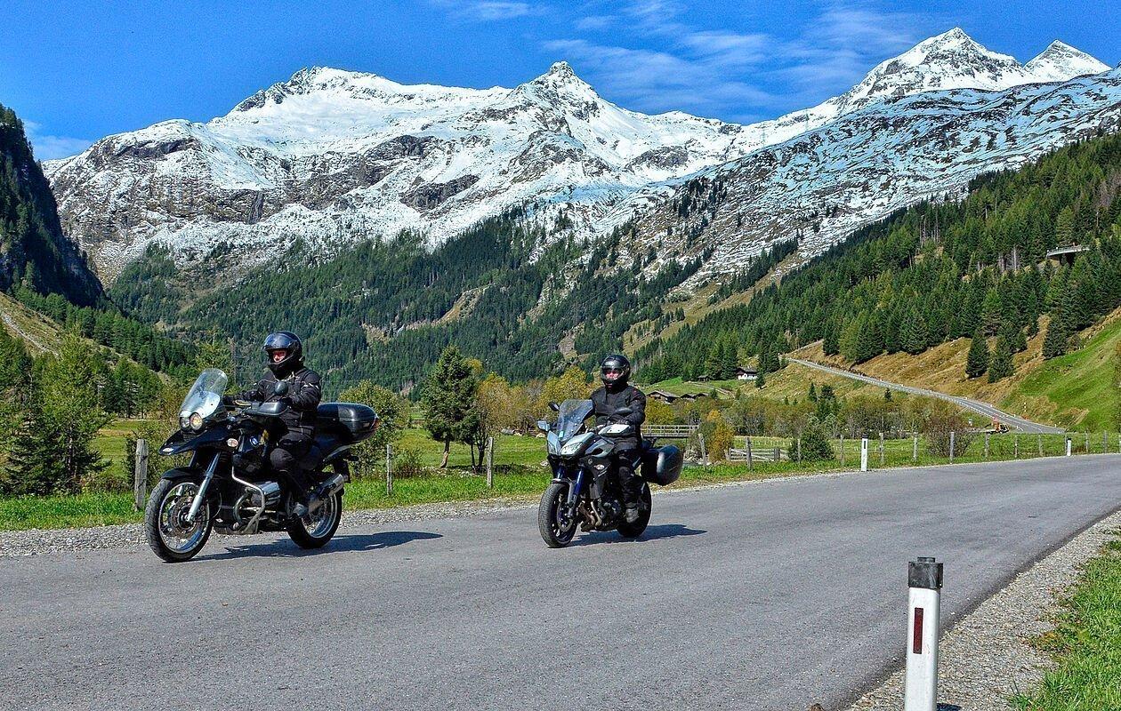 Motorradfahrer auf der Felberstauernstraße