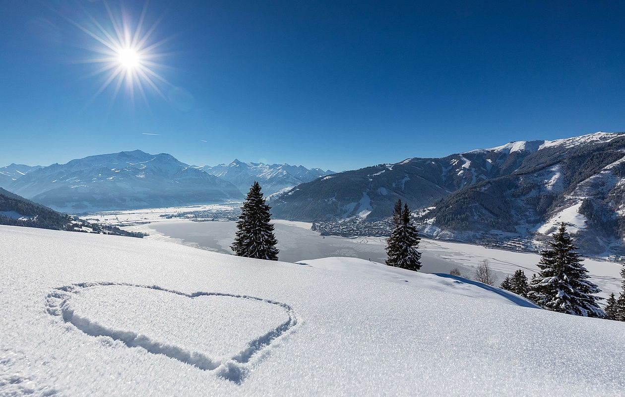 Winterliche Aussicht auf den Zeller See und das Kitzsteinhorn