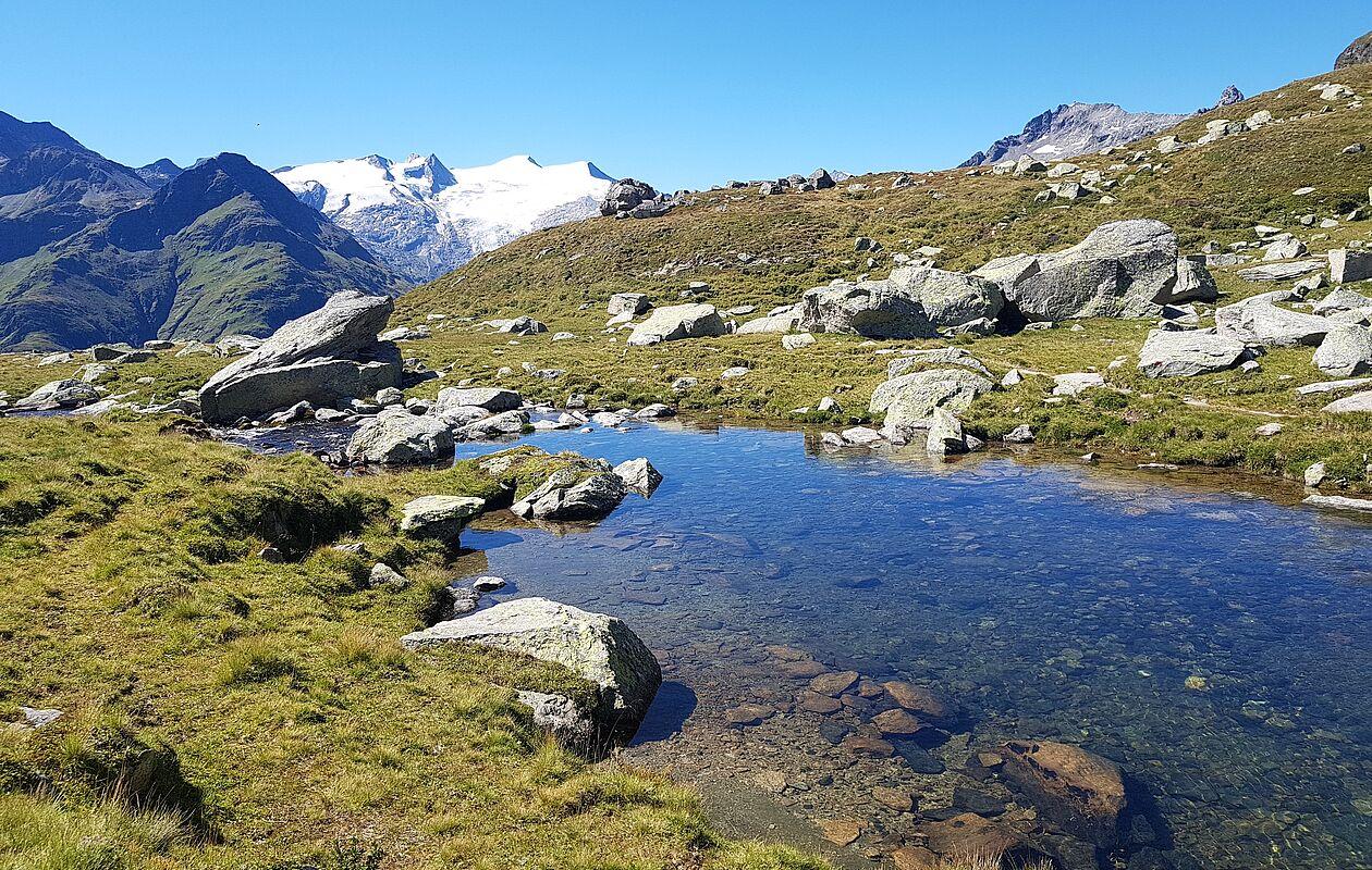 Glasklarer Bergsee in Osttirol