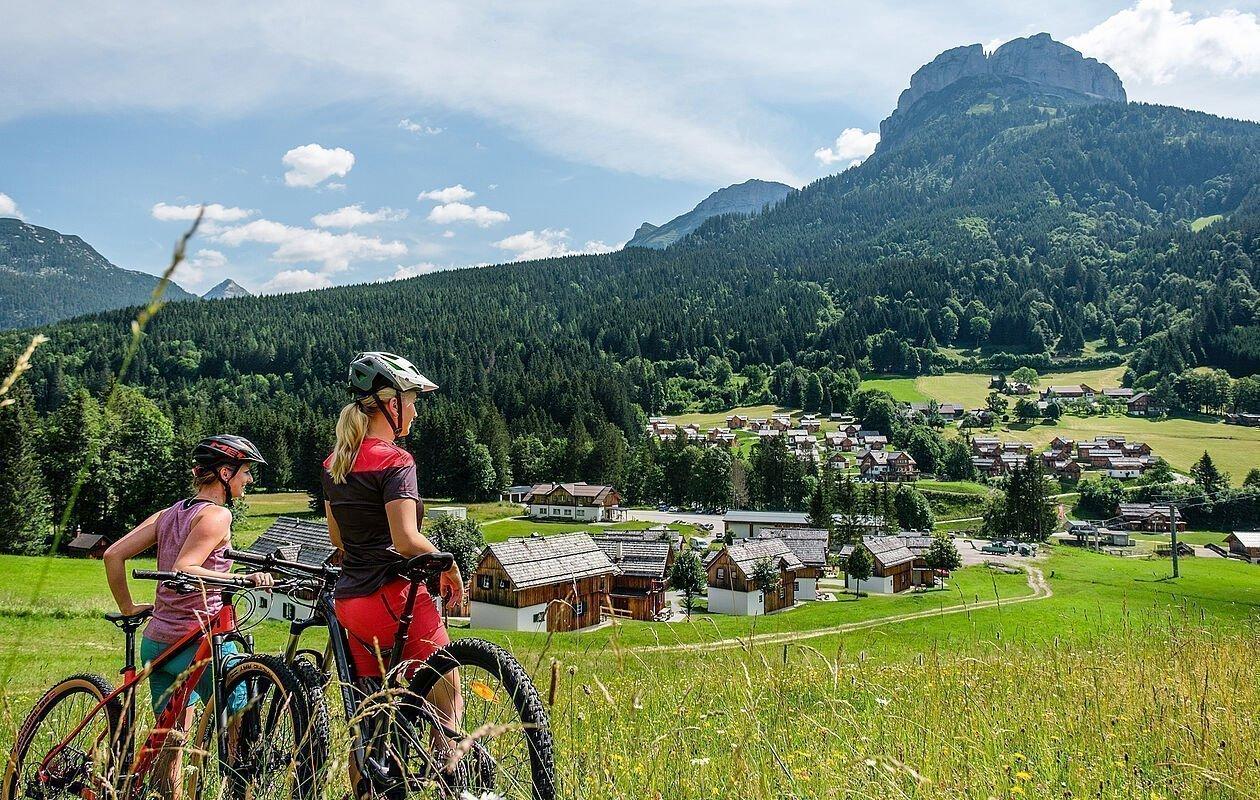 Mountainbiken mit Blick auf den Hausberg Loser