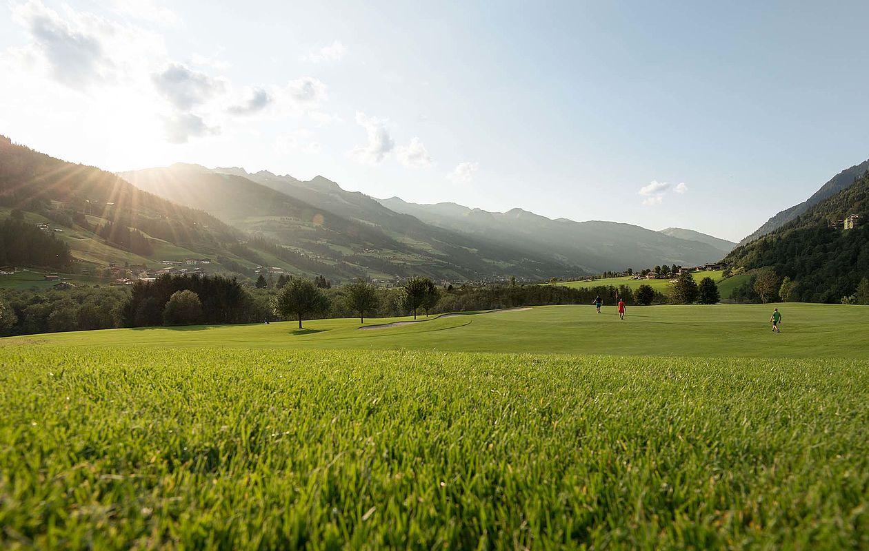Sonnenaufgang am Golfplatz in Gastein