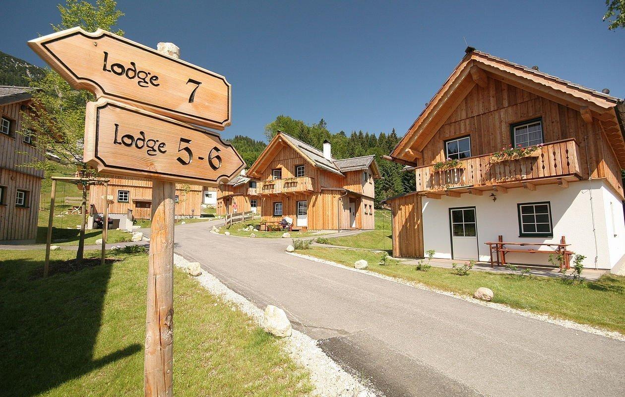 Idyllisches Hüttendorf mit Ferienhäusern