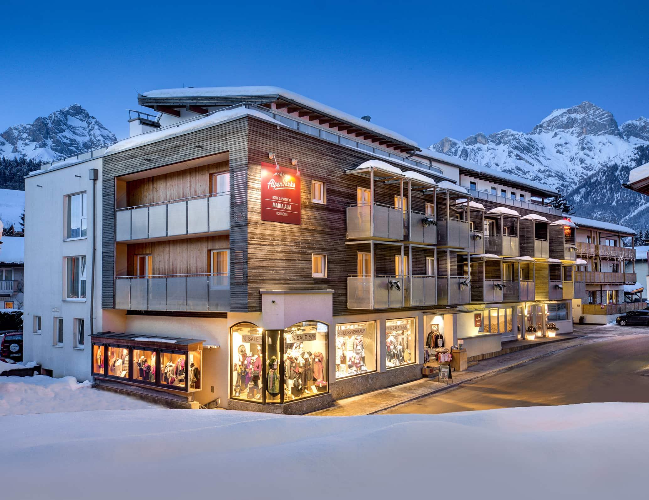 Verschneite Aufnahme vom AlpenParks Hotel Maria Alm