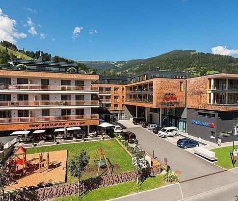 Hotelgebäude AlpenParks Hotel & Apartment Central
