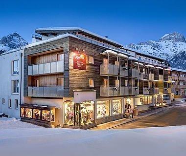 Dicke Schneedecke rund um das AlpenParks Hotel in Maria Alm
